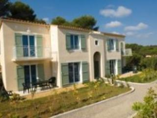 St Aygulf Pet-Friendly 3 Bedroom Apartment - frejus vacation rentals