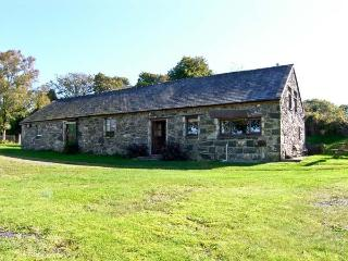 TRYFAN COTTAGE, family friendly, character holiday cottage, with a garden in Caernarfon, Ref 10820 - Caernarfon vacation rentals