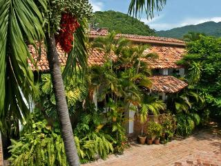 Villa Leonarda Artsy Vintage Hollywood - Puerto Vallarta vacation rentals