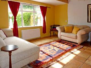 FRANKIE'S COTTAGE, family friendly, country holiday cottage, with a garden in Killarney, Ref 10877 - Killarney vacation rentals