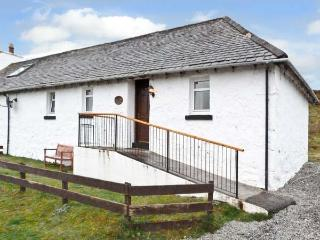 THE KEEPER'S COTTAGE, pet friendly, country holiday cottage, with a garden in Dunvegan, Isle Of Skye, Ref 6456 - Isle of Skye vacation rentals