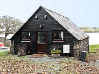 GRESHORNISH BOATHOUSE, pet friendly, country holiday cottage in Dunvegan, Isle Of Skye, Ref 9279 - Dunvegan vacation rentals