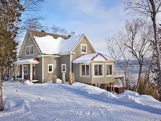Les Echos du Fleuve - Waterfront - Ski Le Massif - Baie-St-Paul vacation rentals