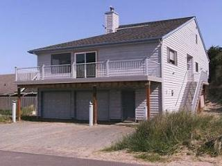 Beaches 'N Green~MCA# 1208~Vaulted ceilings with skylights and Ocean Views!!! - Manzanita vacation rentals
