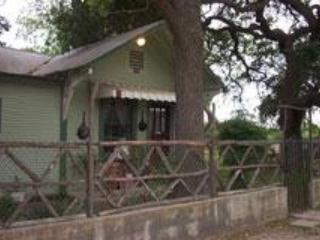 Riley's Creekside Cottage - New Braunfels vacation rentals