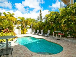 Charming 2 bedroom in Bradenton Beach! Casa Del Sol A - Bradenton Beach vacation rentals