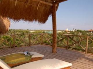 Villa Laguna Encantada, Up to 18 guests Akumal - Puerto Aventuras vacation rentals