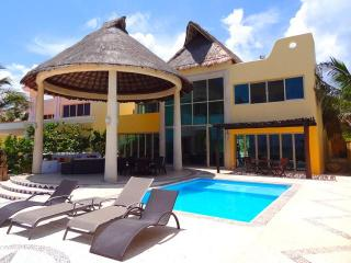 Bright 4 bedroom House in Chicxulub with Internet Access - Chicxulub vacation rentals