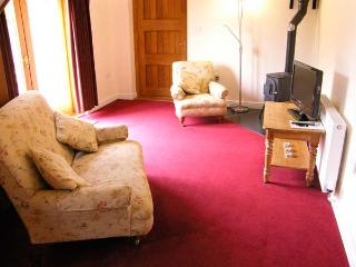 THE GRAINSTORE, pet friendly, character holiday cottage, with a garden in Vale Of Taunton Deane, Ref 10771 - Wellington vacation rentals