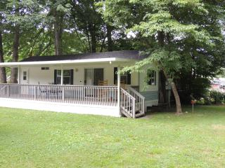 Shady Creek Park Model Cottage on Jonathan Creek - Maggie Valley vacation rentals