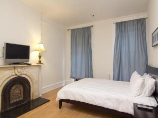 TIMES SQUARE (1 block) 3BR Apt' on Restaurant Row - New York City vacation rentals