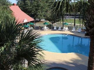 Inexpensive Studio, 1 mile to Disney, big flat screen TV and Wi-Fi - Kissimmee vacation rentals
