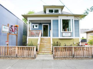 4 bed/2bath modern & eco in hip area Shift Rentals - Portland vacation rentals