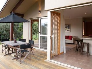 Nice Cottage with Deck and Internet Access - Whitianga vacation rentals