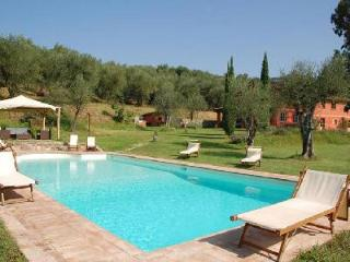 Villa Al Valentino offers a fantastic swimming pool, steam room and jacuzzi - Lucca vacation rentals