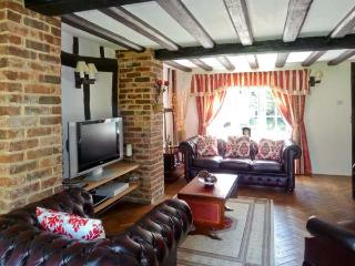 SHEPHERD'S FARM HOUSE, family friendly, character holiday cottage, with a garden in Lenham Heath, Ref 7364 - Ashford vacation rentals