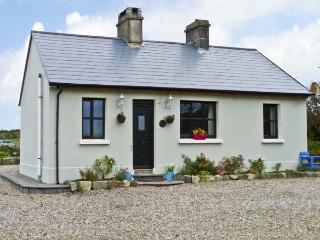 GRONWEE COTTAGE, pet friendly, country holiday cottage, with a garden in Kilmihil, County Clare, Ref 11837 - Corofin vacation rentals