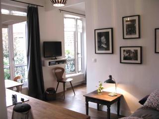 Cozy Apartment close to the Fleamarket and Metro in Paris - Paris vacation rentals