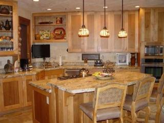 1206 Pinnacle-4 Bedroom Townhome Private Hot Tub, Ski Shuttle to Deer Valley Resort - Park City vacation rentals