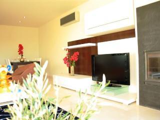 Quinta da Colina 2 Bed Pool View House - Alcantarilha vacation rentals