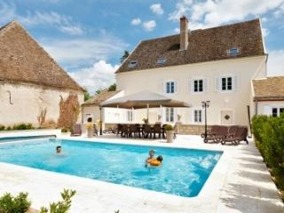 Villa Delphinus holiday vacation luxury villa rental france burgundy bourgogne - Ciel vacation rentals