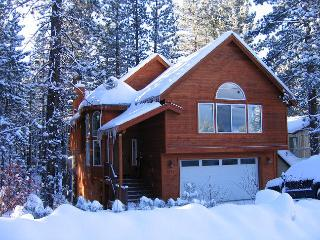 Great Chalet Getaway! 4 Bedroom, hot tub, pool table, BBQ - South Lake Tahoe vacation rentals