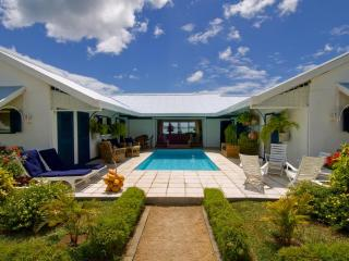 Villa Cattleya. Right in the center of Grand Bay. - Poste Lafayette vacation rentals