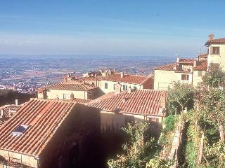 House in Cortona Tuscany with fantastic views - Cortona vacation rentals
