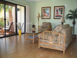 Spacious 2 BR/2 BA Relaxing Hawaiian Retreat - Maunaloa vacation rentals