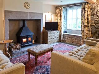 BECKSIDE COTTAGE, pet-friendly, character holiday cottage, with a garden in Kirkby Lonsdale, Ref 9985 - Kirkby Lonsdale vacation rentals