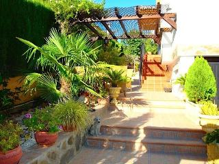 Big&Gorgeous Villa: 10´ drive to the citycenter - Province of Granada vacation rentals