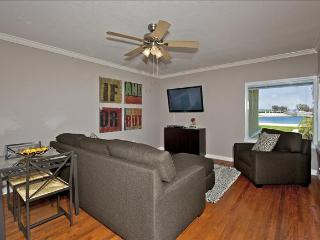 3676 Bayside Walk - Waterfront - Luxurious Vacation Retreat W/ Patio - Mission Beach vacation rentals