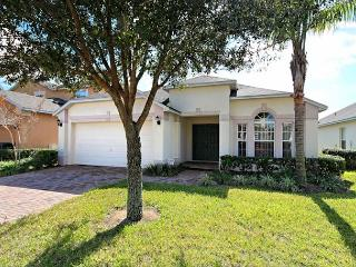 GRACELAND: 4 Bedroom Pool Home in Gated Community with South Facing Pool - Davenport vacation rentals