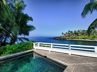 Overlooking a pristine bay along the Kona coast - Big Island Hawaii vacation rentals