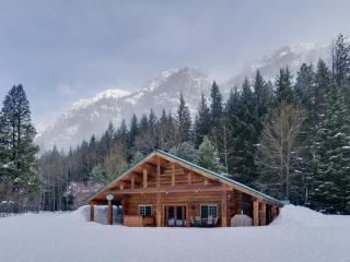 Rock Mountain Lodge-Handcrafted Log Home - Leavenworth vacation rentals