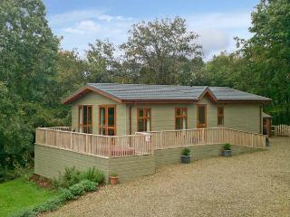 THE MAPLES, family friendly, luxury holiday cottage, with hot tub in Narberth, Ref 11167 - Dinas Cross vacation rentals