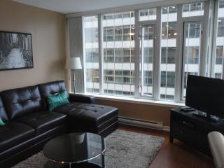 2 bedroom Condo w/ Parking  Downtown Vancouver BC - Vancouver vacation rentals