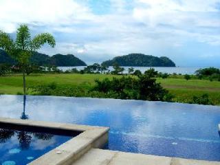 Beachfront Villa Tranquila on Los Seunos Resort, infinity pool- jacuzzi - Herradura vacation rentals