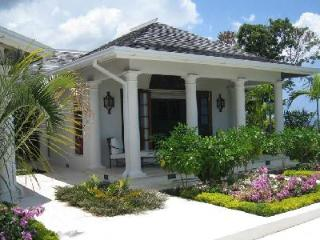 Bougainvillea at Tryall has private verandas with sea view, pool and housekeeper - Montego Bay vacation rentals