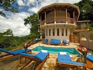 Villa Siete offers 360° ocean & mountain views, plunge pool and tennis - La Cruz vacation rentals