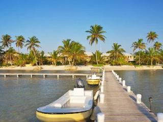 Beachfront El Pescador Villas offers stunning views, scuba diving instructor & daily maid