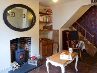 51 SYDENHAM STREET, pet friendly, character holiday cottage, with a garden in Whitstable, Ref 10442 - Whitstable vacation rentals