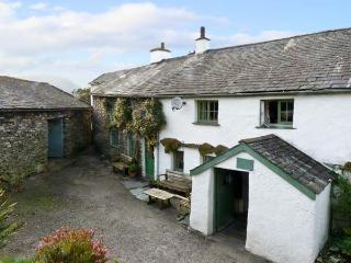 HIGH ARNSIDE, family friendly, character holiday cottage, with a garden in Coniston, Ref 10732 - Coniston vacation rentals