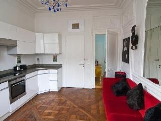 Marais Chic French Style 1-2 BR, Perfect Location - Paris vacation rentals