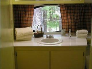 Comfortable House with Stove and Linens Provided - Woodruff vacation rentals