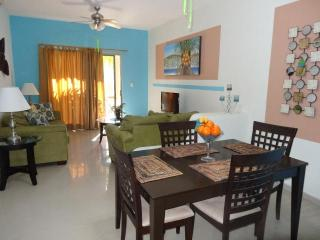 CASA BONITA - UPGRADED 2 BR, at COCO BEACH - Playa del Carmen vacation rentals