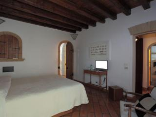 B&B I Capocci - 3 bedrooms of charme Colosseo - Rome vacation rentals