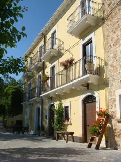 Quaint & cozy apartments in the italian Apennines - Santo Stefano di Sessanio vacation rentals