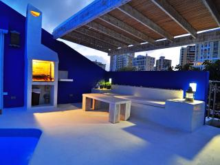 Penthouse-10 Step to Beach-Roof Pool-Ocean Park-Condado-AMAZING views 8 guest mx - San Juan vacation rentals