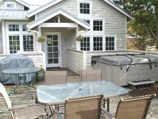COURTYARD - Upper ~ SPACIOUS  HOT TUB HOME  in the Heart of MANZANITA!! - Manzanita vacation rentals